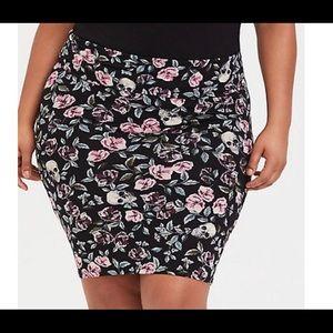 Torrid fold over skirt size 1 NWOT